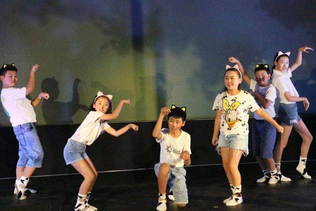 New Year dance features cat makeup kids at Chinese Embassy in Pretoria